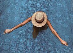 O chapéu de palha é o acessório deste verão e neste post a gente te mostra como usá-lo nas praias, piscinas e até mesmo na cidade.