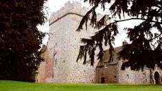#TBT National Trust Scot Stunning #fairytale #wedding at Drum #castle #scotland By @brianscottweddings