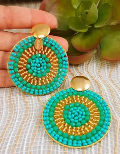 Irresistible pair of handmade earrings! Meticulously woven with the best Czech crystals and mustacilla. Select the color of your choice Indian Jewelry Earrings, Bead Earrings, Chandelier Earrings, Wire Jewelry, Jewelry Shop, Beaded Jewelry, Crochet Earrings, Fashion Jewelry, Unique Jewelry