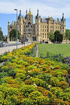 Schwerin Palace, Germany (by Lasse Christensen)