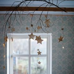 Falling stars ✨ Falling star garland by can be done with snowflakes and clear thread Christmas Mood, Vintage Christmas, Christmas Crafts, Christmas Decorations, Simple Christmas, Pagan Yule, Waldorf Crafts, Star Garland, Diy Weihnachten