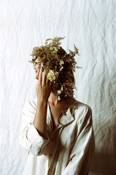 I couldn't wait to share these photos with you.a collaboration, called Overgrowth, between photographer Parker Fitzgerald and floral designer Riley Messina, Floral Photography, Photography Tips, Portrait Photography, Fashion Photography, Backlight Photography, Photography Composition, Surrealism Photography, Mountain Photography, Photography Aesthetic