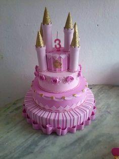 Bolo fake em eva castelo princesa