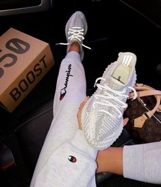 Adidas Yeezy Boost 350 Cloud White Non Reflective Yeezy Sneakers, Sneakers Mode, Gucci Sneakers, Sneakers Fashion, Adidas Sneakers, Nike Fashion, Tennis Sneakers, Nike Tennis, Fashion Skirts