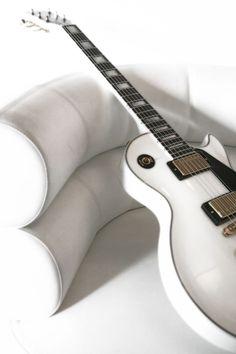 Gibson Les Paul in Alpine White. Gorgeous.