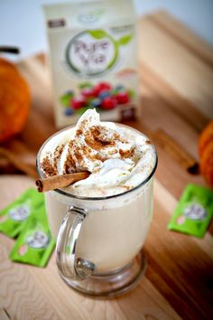 Skinny Pumpkin Spice Latte: Skinny and delicious Pumpkin Spice Latte that tastes even better than Starbucks! Skinny Pumpkin Spice Latte, Homemade Pumpkin Spice Latte, Pumpkin Spiced Latte Recipe, Pumpkin Pie Spice, Pumpkin Recipes, Pumpkin Chili, Cat Recipes, Coffee Recipes, Yummy Snacks