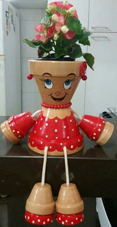 Decorations made of ceramic pots – 18 projects… Unglaubliche DIY Blumentopf Dekor Flower Pot Art, Flower Pot Design, Clay Flower Pots, Flower Pot Crafts, Clay Pot Projects, Clay Pot Crafts, Diy Clay, Diy And Crafts, Flower Pot People