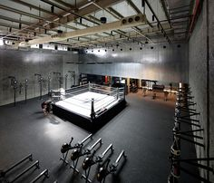 The Burrow boxing gym has a very stylish and pleasant interior with retro details.