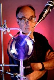 Stanley Miller, the chemist whose landmark experiment published in 1953 showed how some of the molecules of life could have formed on a youn. Organic Molecules, Theoretical Physics, Associate Professor, Biochemistry, Pop Up Cards, Physical Activities, The Originals, Studios, Libros
