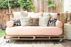 A DIY Daybed For a Steal! This DIY shipping-pallet daybed has a rustic, industrial vibe. Related posts: Outdoor Daybed DIY Project – perfect outdoor sofa and daybed! Outdoor Daybed, Pallet Daybed, Furniture, Diy Daybed, Pallet Patio Furniture, Diy Furniture, Pallet Outdoor, Pallet Furniture Outdoor, Home Decor