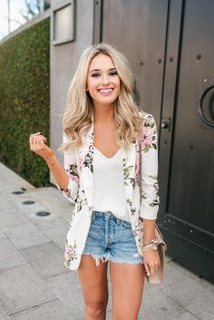 Spring floral blazer from Dynamite Clothing: https://rstyle.me/n/cy82i3b6tx7