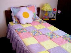 CURSO CONFECCIÓN DE CORTINAS GRATIS EN BUCARAMANGA ( CONFECCIÓN CORTINA FRUNCIDA) - YouTube Quilting Projects, Quilting Designs, Sewing Projects, Girls Quilts, Baby Quilts, Rag Quilt, Quilt Blocks, Bed Cover Design, Designer Bed Sheets