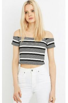 Urban Outfitters - Haut à encolure Bardot à rayures noires et blanches - Femme X38 https://modasto.com/cooperative-by-urban-outfitters/kadin-ust-giyim-gomlek-bluz/br47186ct4