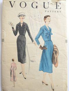 Jahrgang 1950 s Vogue Muster 8760  Büste 34 Zoll  von Tigrisa