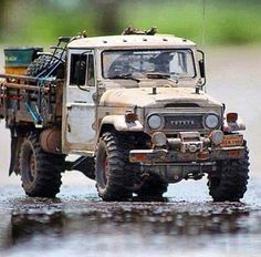 Love this rusted out toyota. A truly superb build 💕 Rc Cars And Trucks, 4x4 Trucks, Cool Trucks, Cool Cars, Toyota Fj40, Toyota Trucks, Toyota Lc, Toyota Land Cruiser, Rc Rock Crawler