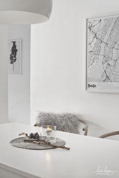 Monochrome Interior, Nordic Style, White Houses, Wishbone Chair, Cozy House, Interiores Design, Ikea, Christmas Decorations, Xmas