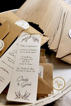 Partecipazione invito nozze matrimonio tema lavanda Wedding Prep, Diy Wedding, Wedding Favors, Rustic Wedding, Wedding Planner, Wedding Flowers, Wedding Decorations, Wedding Day, Country Wedding Invitations