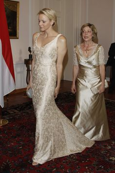 Charlene Wittstock Photos Photos - German First Lady Daniela Schadt (R) steps on the dress of Princess Charlene of Monaco upon their arrival for the gala dinner at Schloss Bellevue Palace on July 9, 2012 in Berlin, Germany. Prince Albert II and Princess Charlene are visiting Berlin and tomorrow will continue to Stuttgart. - Prince Albert II of Monaco and Princess Charlene Gala Dinner