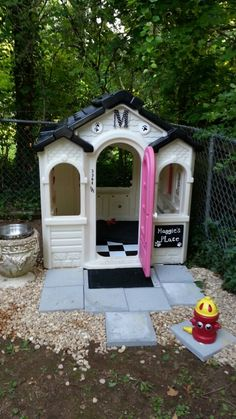 dog house from a playhouse used a wooden board and vinyl tiles for the floor