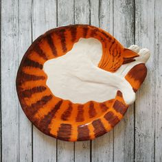 Cat sculpture, large decorative plate for wall, orange tabby cat figurine, ceramic sleeping cat - Cats Love Ceramic Decor, Ceramic Plates, Ceramic Art, Decorative Plates, Ceramic Painting, Orange Tabby Cats, Handmade Christmas Gifts, Handmade Gifts, Cat Wall