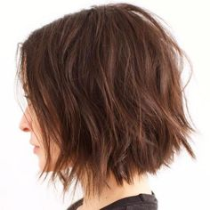 Choppy bob is sexy, easy to style. Recently, choppy bob haircut is the popular short hairstyle. Check out these chic choppy bob hairstyles for inspiring. Choppy Bob Hairstyles, Short Hairstyles For Women, Straight Hairstyles, Hairstyles 2018, Pretty Hairstyles, Medium Choppy Bob, Choppy Bobs, Choppy Layers, Short Bobs