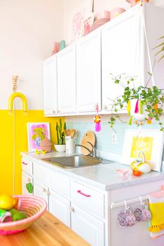 #Awwpartment: Colorful Kitchen Reveal