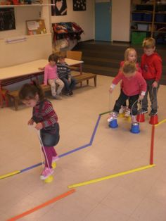Course and stilts - - Motor Skills Activities, Gross Motor Skills, Physical Activities, Preschool Activities, Physical Development, Physical Education, Pediatric Physical Therapy, Kids Gym, Early Childhood