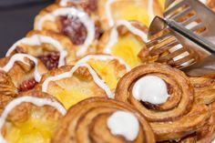 """Professionelle billeder til markedsføringen af din virksomhed. """"Lækker morgenbuffet""""  Professional images for your company's marketing. """"Delicious breakfast buffet"""""""