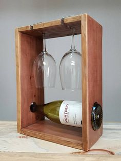 This small reclaimed wood wine rack is the perfect piece to showcase your favorite bottle of wine. As a countertop wine rack is Unique Wine Racks, Rustic Wine Racks, Countertop Wine Rack, Wood Projects, Woodworking Projects, Pallet Wine, Wine Decor, Wine Bottle Holders, Wine Fridge