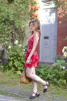 I found the perfect red dress and I'm more than ready for summer holidays ! But before, I show you some of my summer shopping !