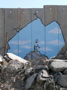 Tekening van de Britse graffitikunstenaar Banksy nabij de Qalandia controlepost op de Westelijke Jordaanoever.