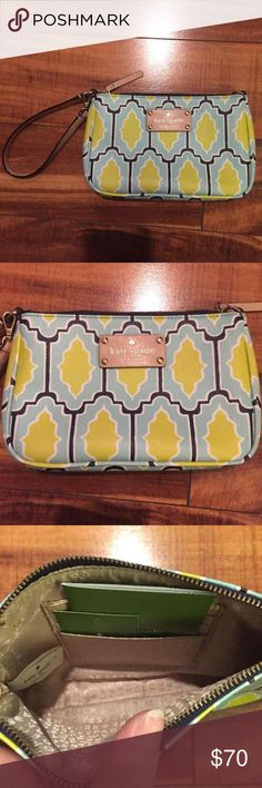"""Kate Spade Wristlet Brand new Kate Spade wristlet! Super cute pattern! Retails for over $165! Measures approx 7"""" wide and 5"""" tall! Check out my closet too! kate spade Bags Clutches & Wristlets"""
