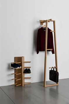 The TB 13 is a multifunctional Coat Stand, Valet Stand, Clothes Ladder, Hallway Stand Looks great either in the entrance way or the bedroom There are 2 pieces to the design The frame, which can hold a variety of garments or accessories and then - d Hall Furniture, Furniture Design, Furniture Ideas, Cheap Furniture, Office Furniture, Modern Wood Furniture, Industrial Design Furniture, Office Sofa, Multifunctional Furniture