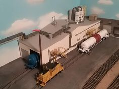Chemical Co by Dan Dosa - industrial area N Scale Model Trains, Scale Models, Ho Train Layouts, Weather Models, Industry Models, Garden Railroad, Lego Trains, Industrial Architecture, Model Building