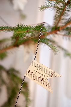 49 Ideas for vintage christmas tree garland sheet music Nordic Christmas, Christmas Mood, Noel Christmas, Simple Christmas, Vintage Christmas, Christmas Crafts, Xmas, Christmas Tree Garland, Christmas Decorations