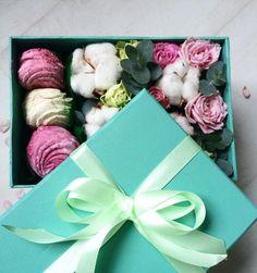 Доставку на эти чудесные ароматные и вкуснейшие наборы ко Дню влюблённых мы со @sladkaya_fantaziya_zpua принимаем до 12 февраля. С зефирками 300грн с макаронс 350грн. Любовь сладкая. Да