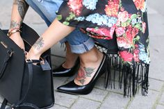 Wanna rock your outfit ? Choose a black kimono, wear ir with a pair of jeans, total black pumps and rock them all