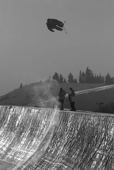 Fun Tips And Techniques For Great Pictures! Alpine Skiing, Snow Skiing, Ski Ski, Snowboarding Photography, Skate, Weird Dreams, Ski Fashion, Great Pictures, Nice Photos