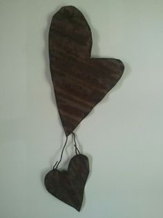 Old rusty tin + old rusty wire = cool heart wall decor!!