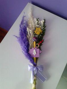 Palmas para el día de ramos hechas a mano decoradas con fieltro y goma eva.. bonitas y originales color violeta