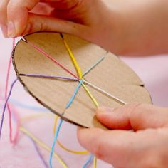 Say hello to the hip new craze that doesn't need batteries - YARN 🙌😲 Easy Craft Projects, Easy Diy Crafts, Diy Arts And Crafts, Creative Crafts, Diy Crafts To Sell, Crafts For Kids, Craft Gifts, Diy Gifts, Bracelet Fil