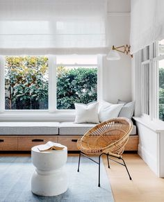 I love a window seat tucked in to a cozy nook. Piled with a thick cushion, a few pillows, and a beautiful throw it creates a welcoming warmth and instant character. A window seat is not only pretty, but is also useful in creating extra seating, adding sto Window Benches, Modern Window Seat, Window Seat Kitchen, Kitchen Blinds, Cozy Nook, Cozy Corner, Tv Nook, Home Interior, Interior Ideas
