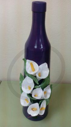 botella de cristal con masa pintada a mano