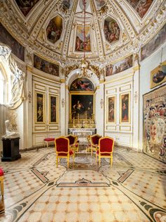 Chapel of the Relics of the Pitti Palace, General views. FLORENCE – « This exhibition, devoted to a reconstruction of the treasure in the 'Chapel of Relics' in Palazzo … Voyage Florence, Florence Italy, Palace Interior, Interior And Exterior, Italy Vacation, Italy Travel, Italy Trip, Palazzo, Palacio Pitti