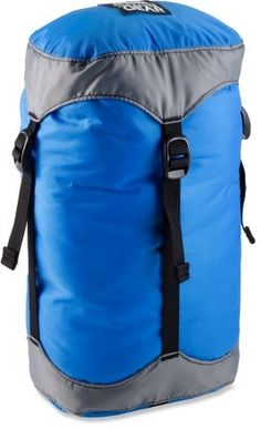 The Granite Gear Compressor sack compresses sleeping bags or clothing to a rock-solid state, making packing and protecting your belongings a breeze. Kayaking Gear, Hiking Gear, Hiking Backpack, Solo Camping, Camping Gear, Backpacking, Sleeping Under The Stars, Touring Bike, Survival