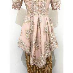 Back detail ❤️ • • Hi.. Rumah Jahit Bhajoo menerima jahit blouse/kemeja, gamis, dress, kebaya, wedding dress, rok, celana, kerudung, baju anak, baju pria, dll. • • Ngga hanya terima jahit lho, kami juga terima bordir & payet. Dan kami juga menyediakan bahan batik di workshop kami untuk dijadikan blouse/dress yang kalian mau. Atau bisa juga jadi kombinasi dari bahan polos yang kalian punya. • • Untuk yang mau jahit tapi belum punya bahannya, kami juga bisa membelikan bahan yang kalian mau. •…