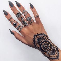 Not sure if it's a tattoo or henna but it's so pretty