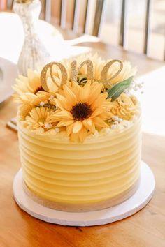 Sunflower Cakes, Birthday Parties, Birthday Cake, Cake Creations, Baby Showers, Yum Yum, Birthdays, Table Decorations, Party