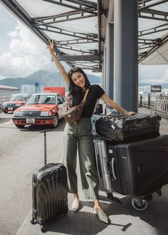Retro and Elevated: Belt Bag Airport Travel Outfits, Airport Style, Airport Look, Summer Airport Outfit, Hong Kong Fashion, Airport Photos, Louis Vuitton, Cloth Bags, Casual Outfits