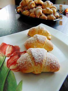 Rogaliki drożdżowe na szybko No Bake Desserts, Dessert Recipes, Healthy Bars, Sweet Buns, Savory Pastry, Tasty, Yummy Food, Bread Cake, Polish Recipes